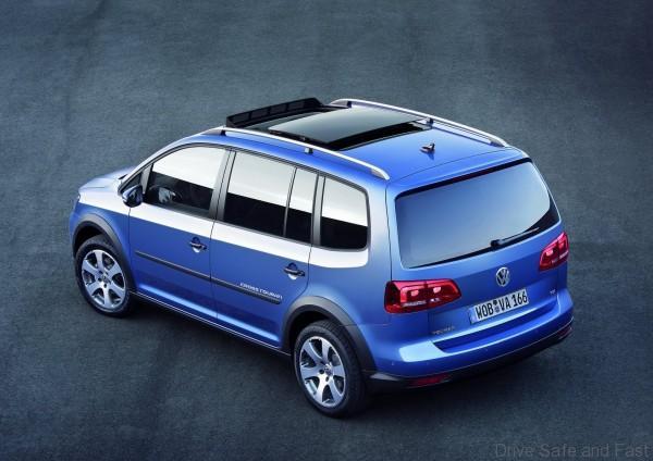 Volkswagen-CrossTouran_2011_1600x1200_wallpaper_08