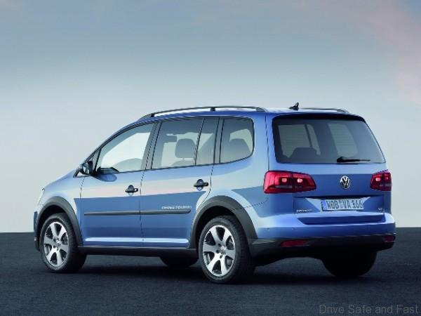 Volkswagen-CrossTouran-Rear-Side-View