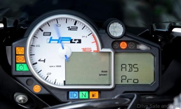 BMW_Motorcycles_cornering_ABS-750x452