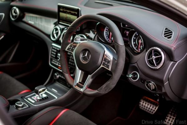 Mercedes-Benz GLA 45 AMG_Interior (1)