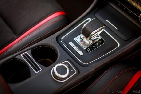 Mercedes-Benz GLA 45 AMG_Interior (13)