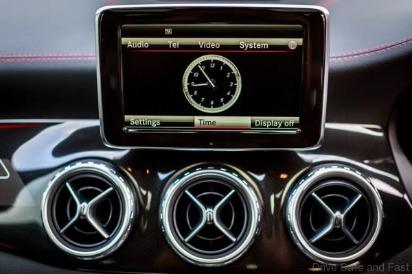 Mercedes-Benz GLA 45 AMG_Interior (7)