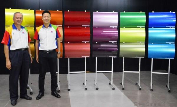 Mr. Ong Eng Keong, Assistant General Manager-Group Technical Sales Dept. Industrial Use and Mr. Alex Yoong, Assistant General Manager-Marketing of Nippon Paint Malaysia with the Just Me automotive colour display