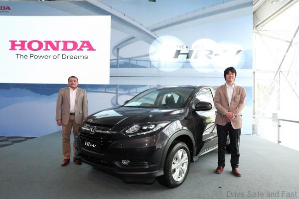 01 HMSB President & COO Mr. Roslan Abdullah & All-New HR-V A-LPL Mr. Yosuke Sato with the All-New HR-V