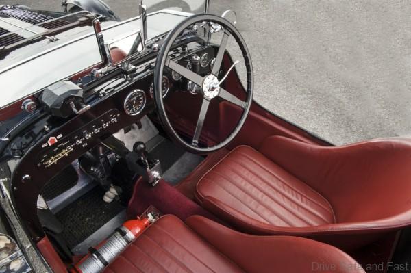 Aston Martin Racecar (2)