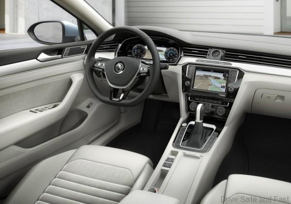 Volkswagen-Passat_2015_5