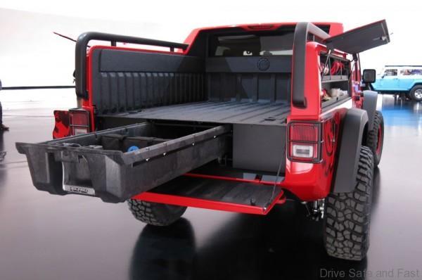 jeep-wrangler-red-rock-responder-rear