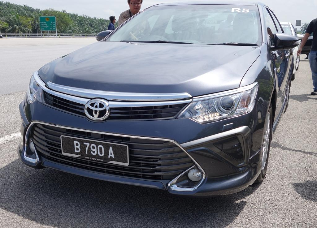 Toyota 25 Hybrid and 20G Camry Road Test  Drive Safe and Fast