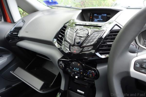 Ford-Ecosport-Titanium14