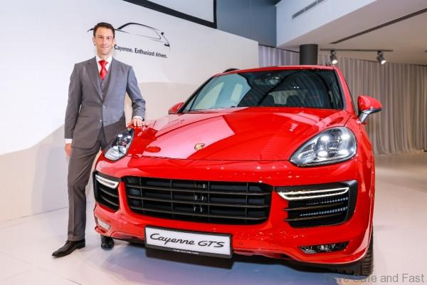 Porsche Arnt Bayer, CEO SDAP with new Cayenne GTS