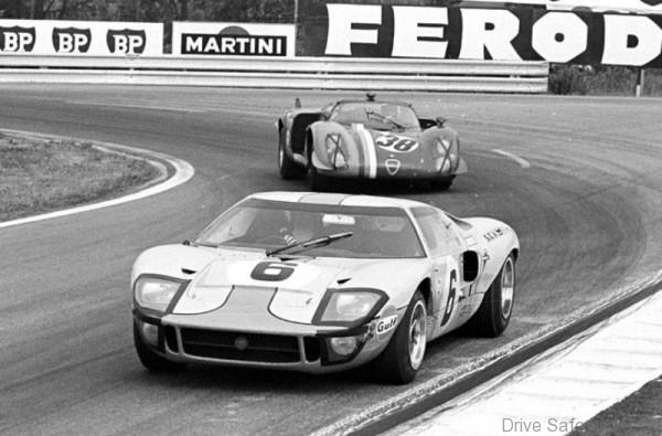 Ford_Gulf_GT40s_LeMans1