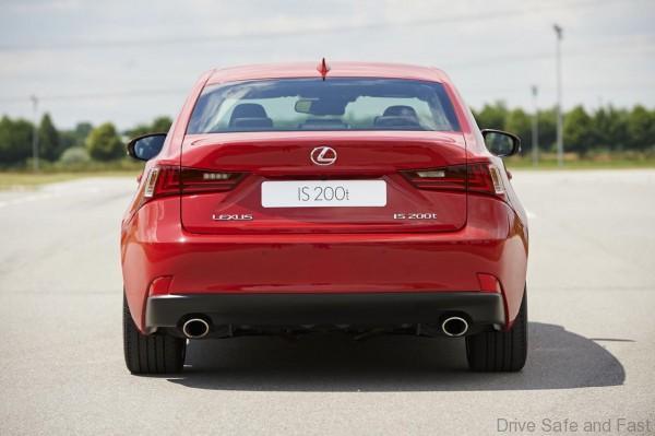 Lexus-IS-200t-4