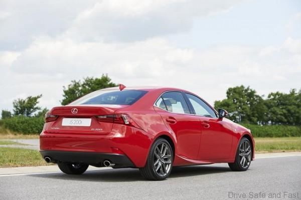 Lexus IS 200t (8)