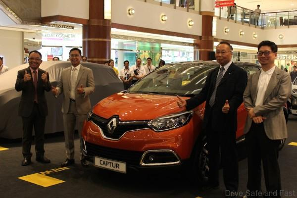 At the preview of Captur - Renault's first urban crossover