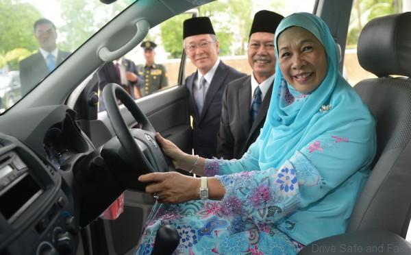 Raja Permaisuri Agong Tuanku Hajah Haminah pleasure to test drive a four wheel drive Toyota Hilux