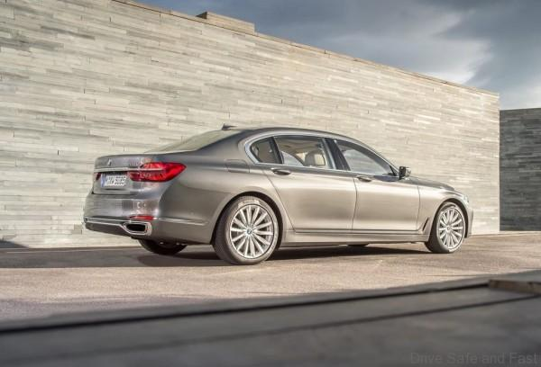 BMW-7_series_1