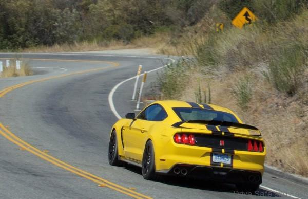 Ford-Mustang_Shelby_GT350R02