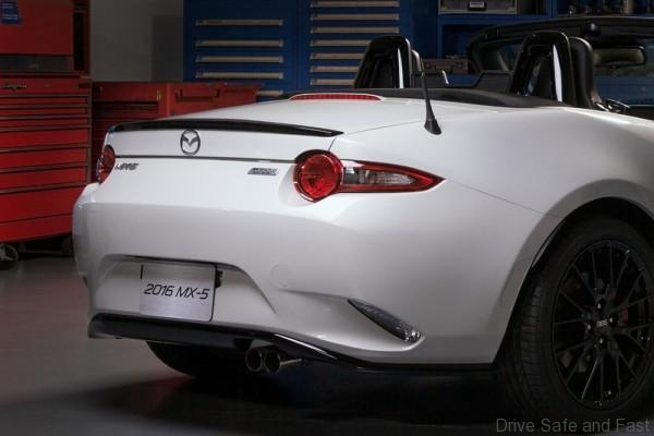 2016 Mazda MX-5 with Accessories Concept