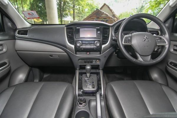 Mitsubishi Triton 2015 Interior (2)