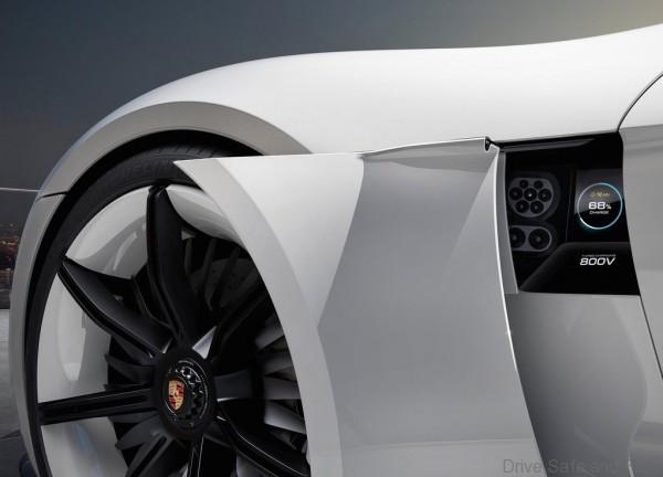 Porsche-Mission_E_Concept_2015_1024x768_wallpaper_09
