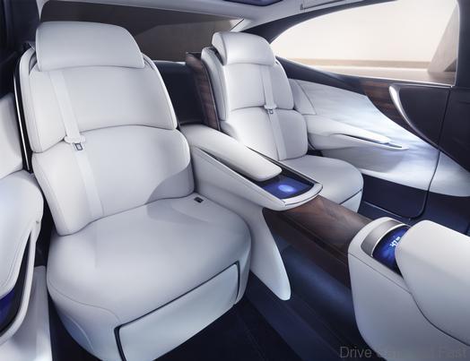 Lexus LF-FC Concept TMS 2015a