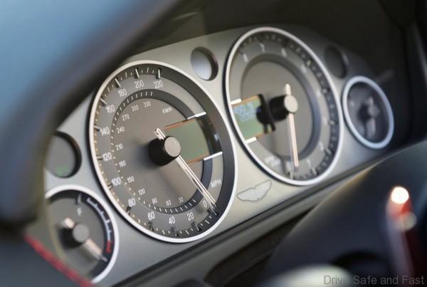 aston-martin-v12-vantage-s-roadster6