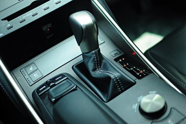 Lexus IS 200t Shifter