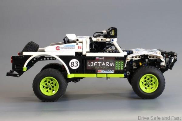 lego-trophy-truck-double-trouble-side-shot