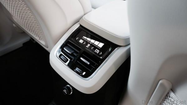 Volvo-XC90- - 11
