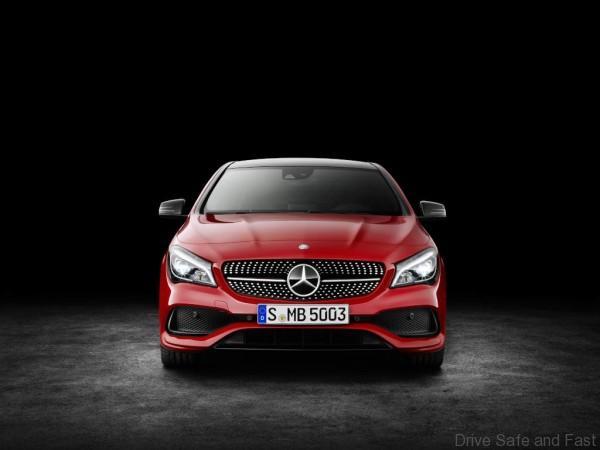 Mercedes-Benz CLA 200d 4MATIC Coupé (C117) 2016. Jupiterrot, Interieur Leder schwarz. Kraftstoffverbrauch (l/100 km) innerorts/außerorts/kombiniert: 5,5/4,0/4,6 CO2-Emissionen kombiniert: 119 g/km Mercedes-Benz CLA 200d 4MATIC Coupé (C117) 2016. Jupiter red, Interior: black leather. Fuel consumption (l/100 km) urban/ex urban/combined: 5.5/4.0/4.6 combined CO2 emissions: 119 g/km