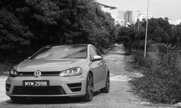 Volkswagen-Golf-R - 1