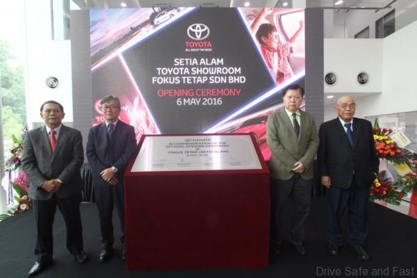 1.from left-Datuk Ismet Suki, President, UMW Toyota Motor-Mr.Akio Takeyama, Deputy Chairman, UMW Toyota Motor-Mr. Simon Thong (Managing Director of Fokus Tetap) and Mr. Richard Ther (Marketing Directorof Foku