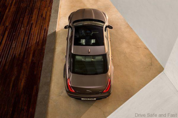 Jag_XJ_Top_Panoramic Glass Roof