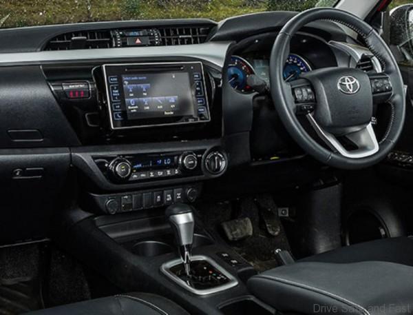 Toyota-HiLux-2016-24