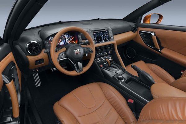 Nissan GT-R-6