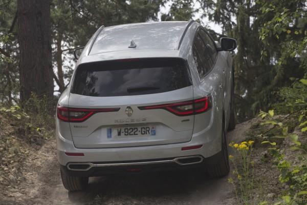 All-new Renault Koleos_uphill on location