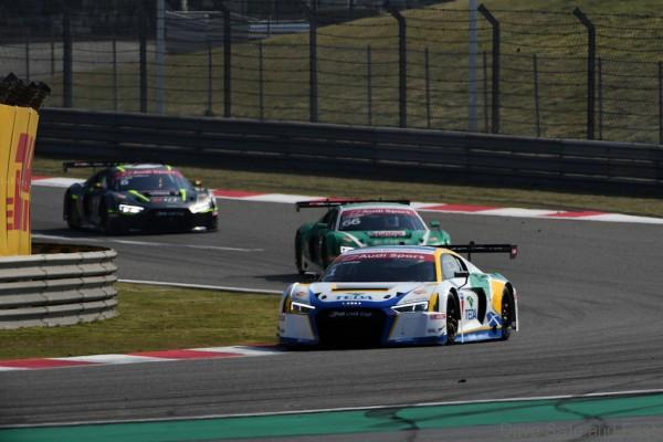 Alex Yoong (MAL) Audi TEDA Racing Team leds Rahel Frey (SWI) Castrol Racing Team Akash Nandy (MAL) KCMG & Alessio Picariello (BEL) MGT Team by Absolute at Audi R8 LMS Cup, Rd11 and Rd12, Shanghai International Circuit, Shanghai, China, 4-5 November 2016.