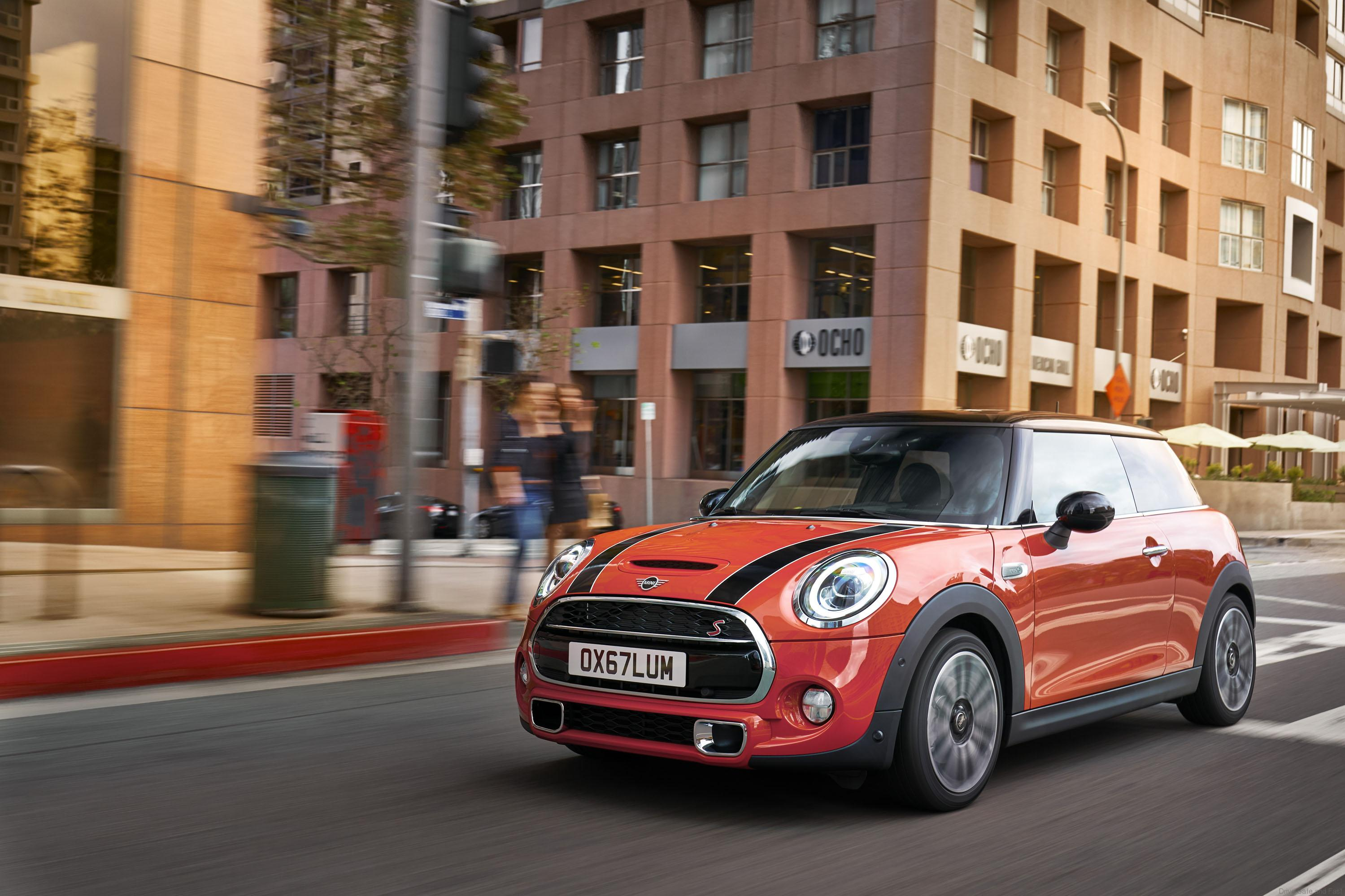 mini cooper 2019 with 39 union jack 39 influence drive safe. Black Bedroom Furniture Sets. Home Design Ideas
