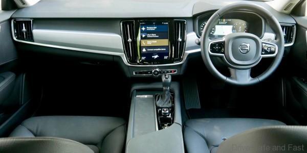 Volvo S90 T5 Momentum cabin