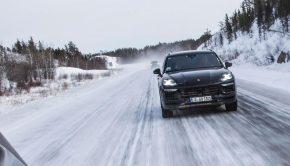 Porsche Cayenne snow driving