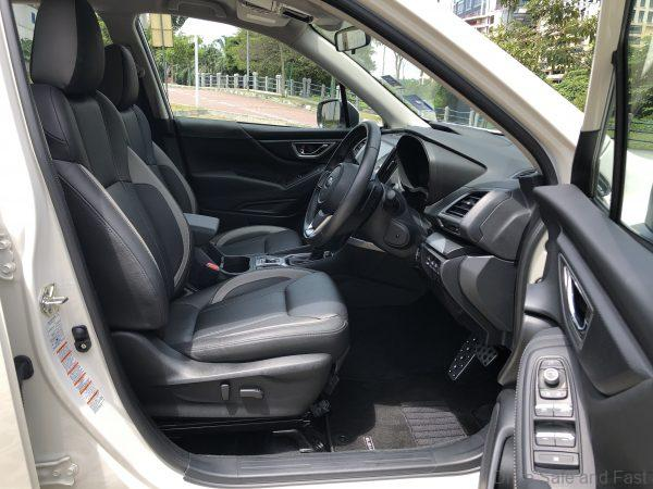 Subaru Forester GT_front seats