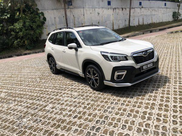 Subaru Forester GT_front view