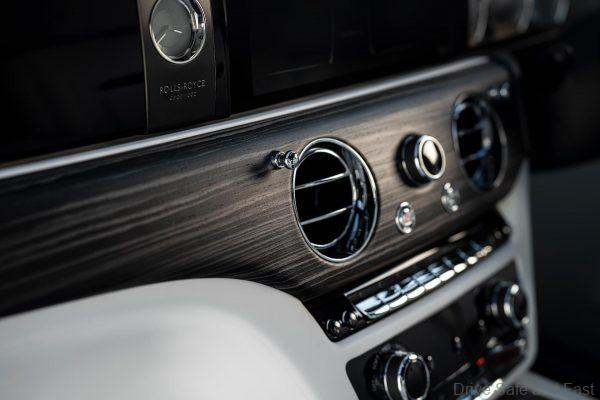 Rolls Royce Ghost 2021 dashboard features
